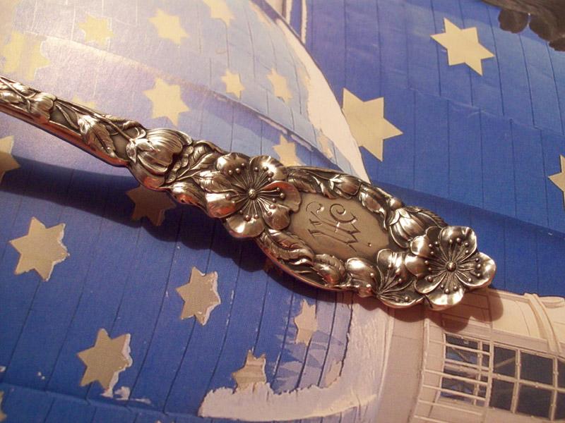 Серебряная антикварная столовая ложка Сакура, продажа столового серебра