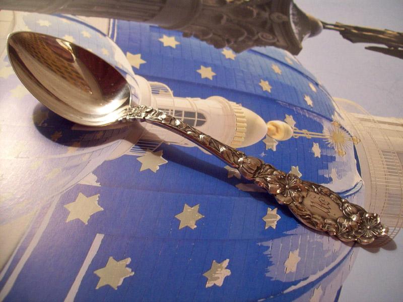 Серебряная старинная десертная ложка Вишневые цветы, купить